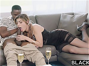 Arab lady Audrey Charlize luvs the taste of a big black cock