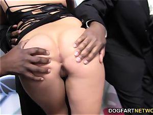London Keyes likes mass ejaculation with black cocks