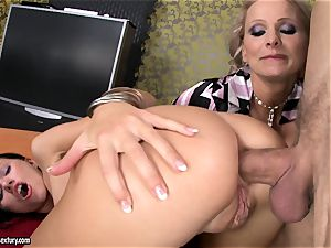 Sasha Rose gets her spectacular bootie jammed by a pulsating fuck-stick