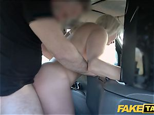 fake cab blond mummy Victoria Summers pounded in a taxi